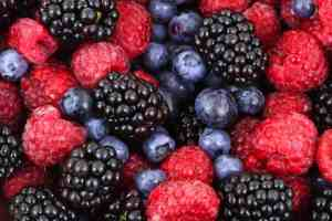 healing inflammation with colorful berries full of antioxidants