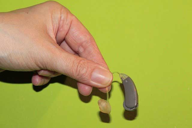 The Top Pros and Cons of Hearing Aids