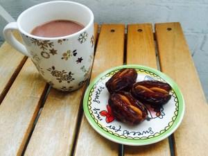 chocolademelk-met-dadels-met-amandelen