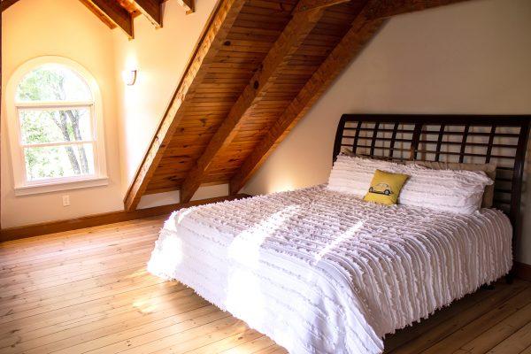 DBR-94_Upstairs-Bedroom_1555x1037