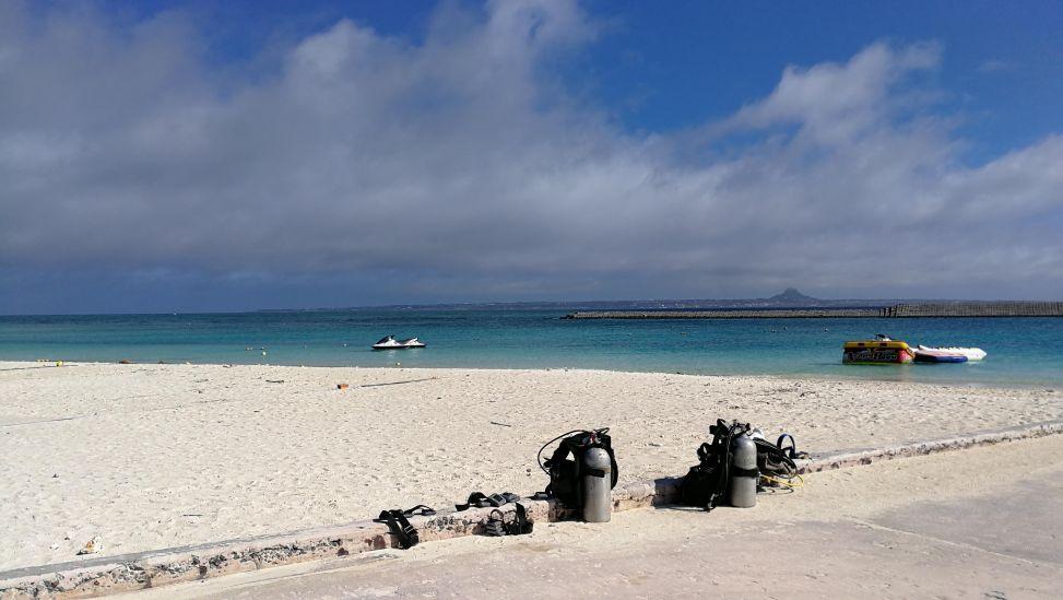 沖縄水納島とタンク