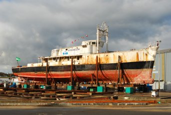 Calypso undergoing refit in Concarneau in 2007. Photo by Olivier Bernard (Creative Commons)