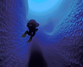 Wes Skiles using a Cis-Lunar MK-5P rebreather during a three-hour dive through a grounded iceberg in Antarctica. Photo © Jill Heinerth | IntoThePlanet