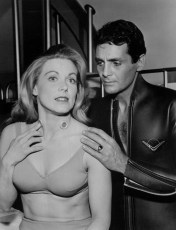 Zale Parry with David Hedison as a guest star on Voyage to the Bottom of the Sea, 1965 (Public Domain)