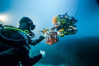 Khatib designed OceanOne with joint operations with human divers in mind. The ability to easily hand objects from robot to human is a defining feature of OceanOne. Image credit: Frederic Osada and Teddy Seguin/DRASSM (Media Release)