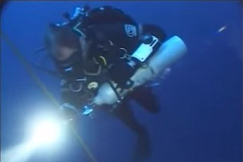 Mark Andrews during his record descent. Video still from YouTube (Watch below) (Fair Use)