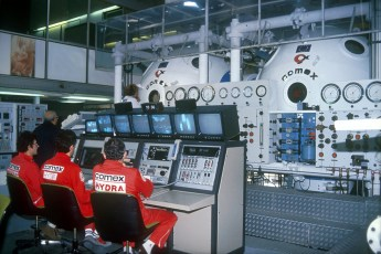 COMEX Hydra 10 chamber and operators. Photo © COMEX (Media Release)