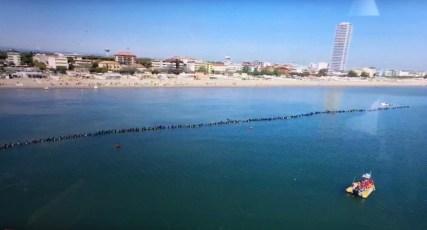 World record human chain of divers in Cesenatico, Italy. Photo © Cesena Blu (Facebook | Fair Use)