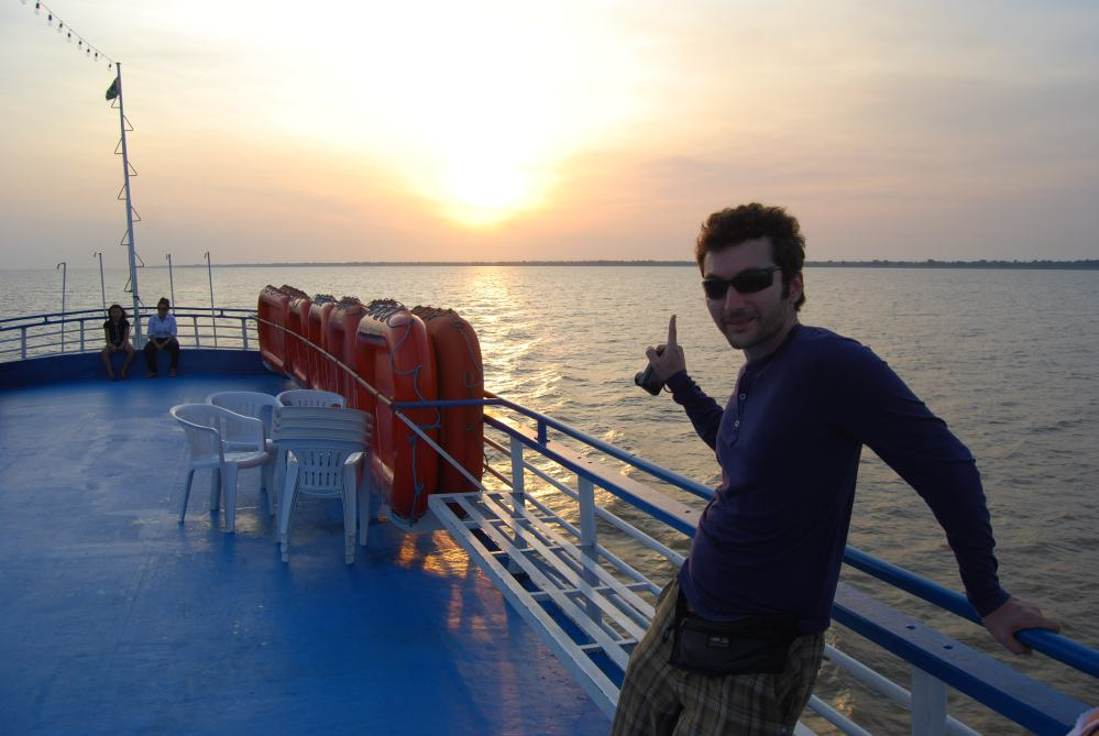 Travelling in a regional ship in Amazonas  (4/6)