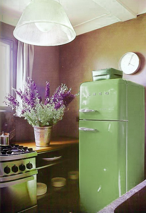 renovar la nevera con vinilo color greenery de Pantone