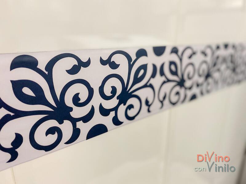 cenefa decorativa adhesiva sobre azulejo con relieve