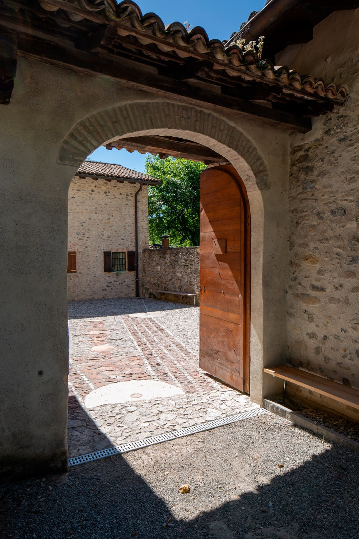 La ceramica di deruta tra passato, presente e futuro. Enrico Sassi Architetto Alberto Canepa Courtyard Of The Ghitello Watermill Divisare