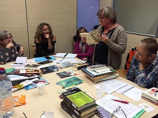 """Formació de bibliovoluntaris del projecte """"Déjame que te cuente"""", de les Biblioteques Municipals d'Osca."""