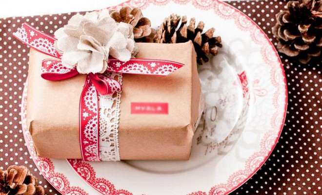 7 Easy Christmas Gift Wrapping Ideas With Minimalist Appeal