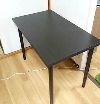 IKEAの天板とテーブル脚で組み立てた机