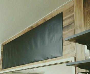100均の黒板シートと壁紙屋本舗の木目壁紙