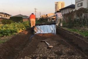 家庭菜園初心者がタマネギを植える為に土作りをする