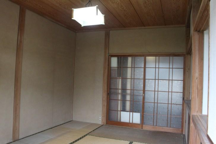 壁を壊す前の和室