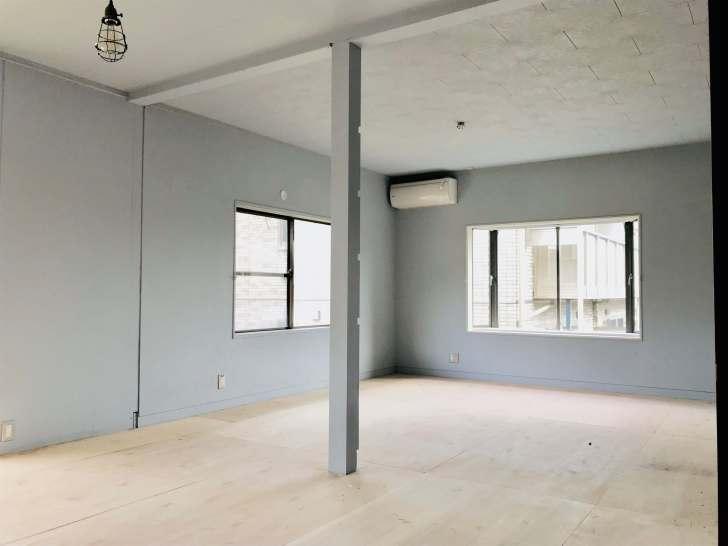 和室の壁と天井をモルタル風に塗装して洋室にした