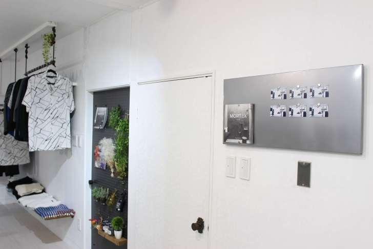IKEAのマグネットボード『SPONTAN』に100均ダイソーの磁石で冊子をとめる
