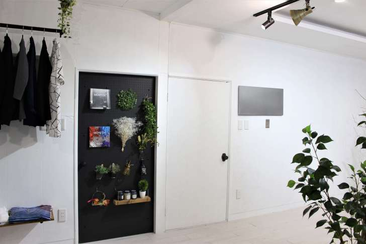 IKEAのマグネットボード『SPONTAN』をドア横に設置
