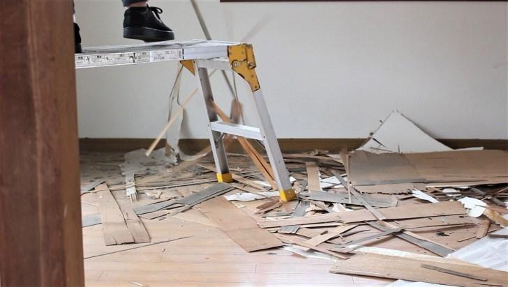 天井を解体する