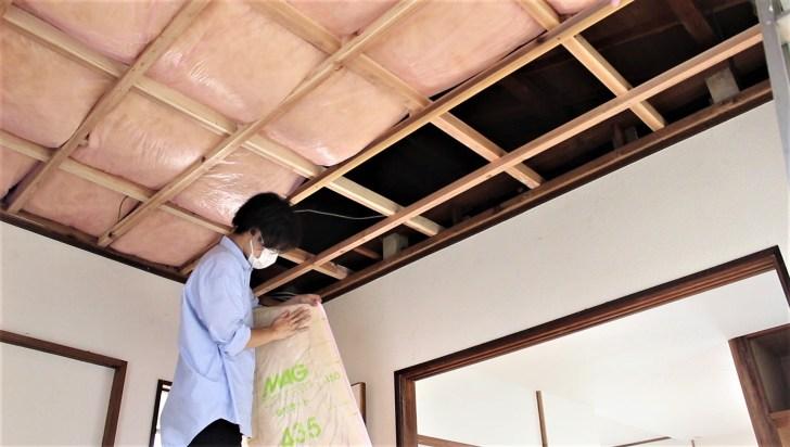 天井裏に敷く断熱材の裏表を間違える