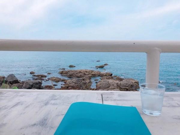 海の音を聴きながらブレマリーのメニューを決める
