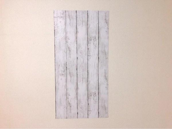 ダイソーの筒状のリメイクシート 板壁風シャビーシックホワイト