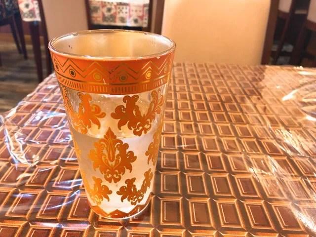 ツヂノハチヤのお冷のグラスが外国風