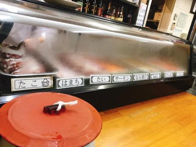 船番所のカウンターでお寿司を頼む