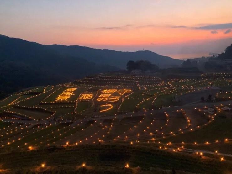 長崎の大中尾棚田の火祭り
