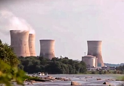 How does a nuclear power plant produce electricity