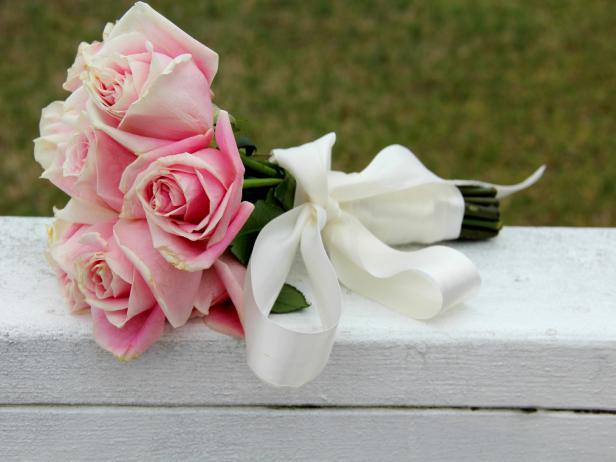 Use Silk Ribbon To Create A Wedding Bouquet