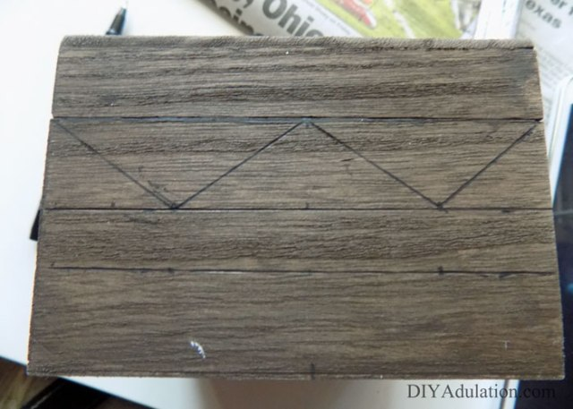 DIY Buffy Hush Box :: If you are looking for a great DIY to flaunt your BTVS nerdiness then this DIY Buffy Hush Box is the perfect start!