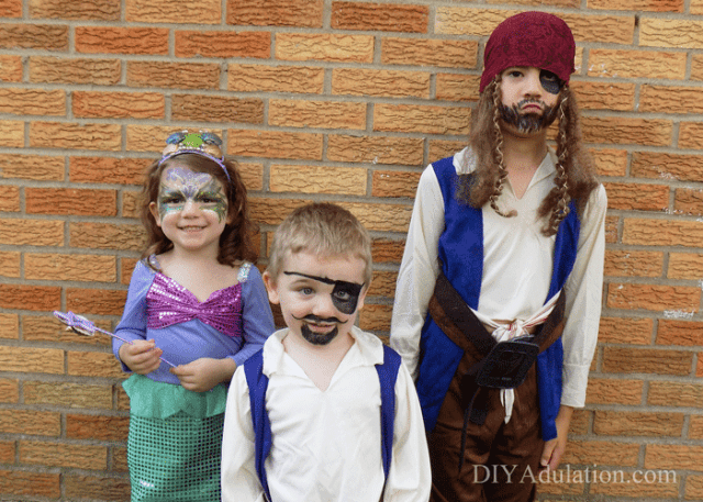 If you are looking for a fantastic group costume then these pirates and mermaid sibling costumes are it. + Get the easy face paint tutorials that correspond! #ad