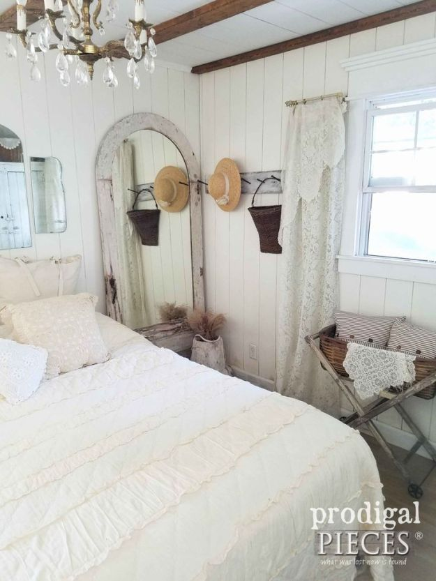 diy furniture : farmhouse style bedroom decorated with repurposed