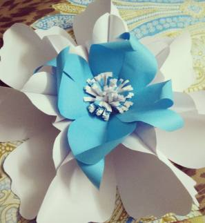 Paper flower craft. Gaint paper flower.