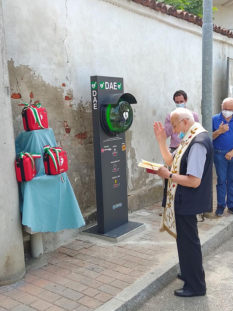 La consegna dei defibrillatori donati da Art Plast