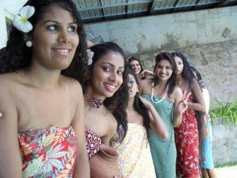 sri-lankan-girls-pool-party