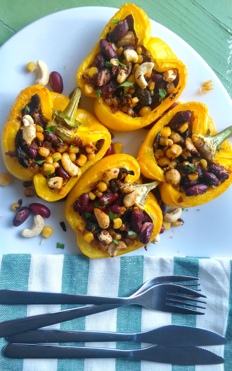 VEGAN STUFFED PEPPERS WITH KIDNEY BEANS, SWEET CORN AND CASHEW