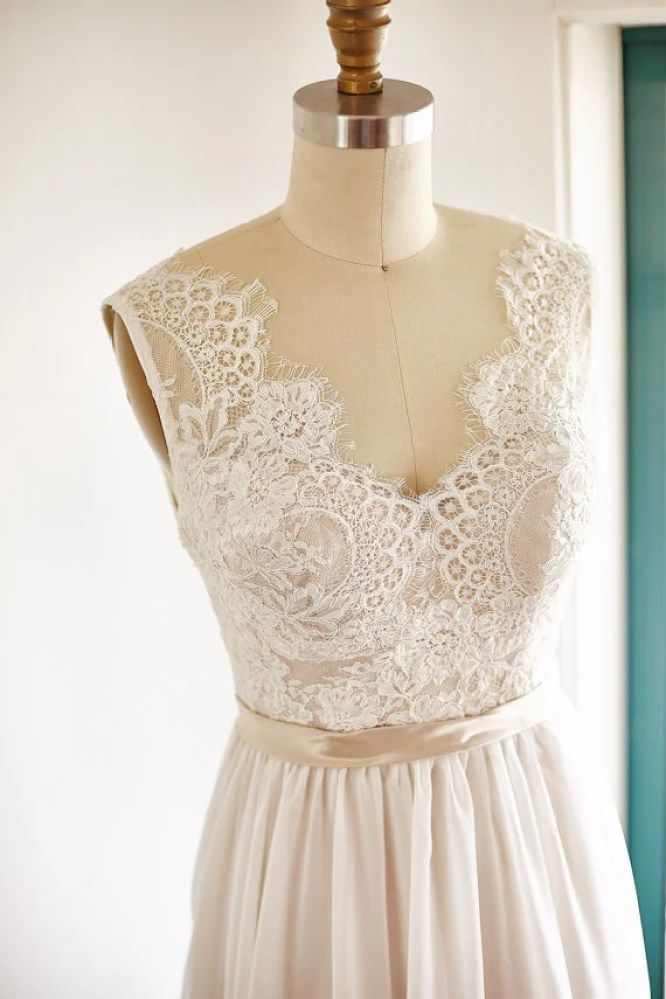 11 stunning etsy wedding dresses under 300 for your for Wedding dresses under 300