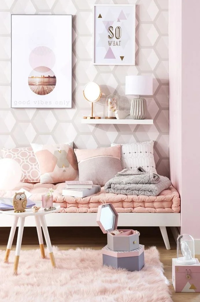 I never knew a neutral room could look so good! The attention to detail here between the colors and the textures is brilliant!