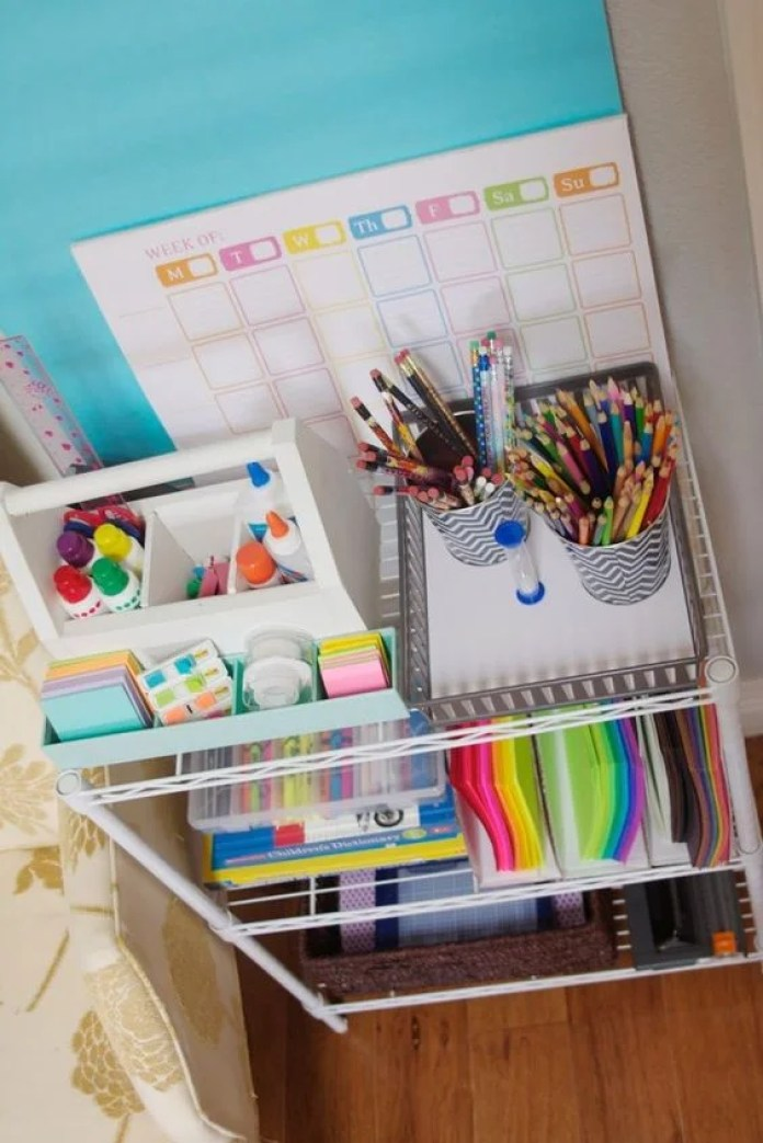 These 8 School Organization Hacks Are EVERYTHING! If you are looking to have a smooth semester/school year, try out some of these organization tips!