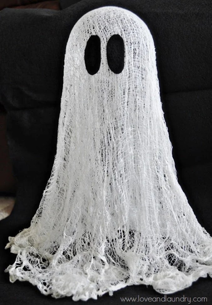 These 19 Simple Halloween DIY Decor Ideas Are AWESOME! I love how easy and creative they are!
