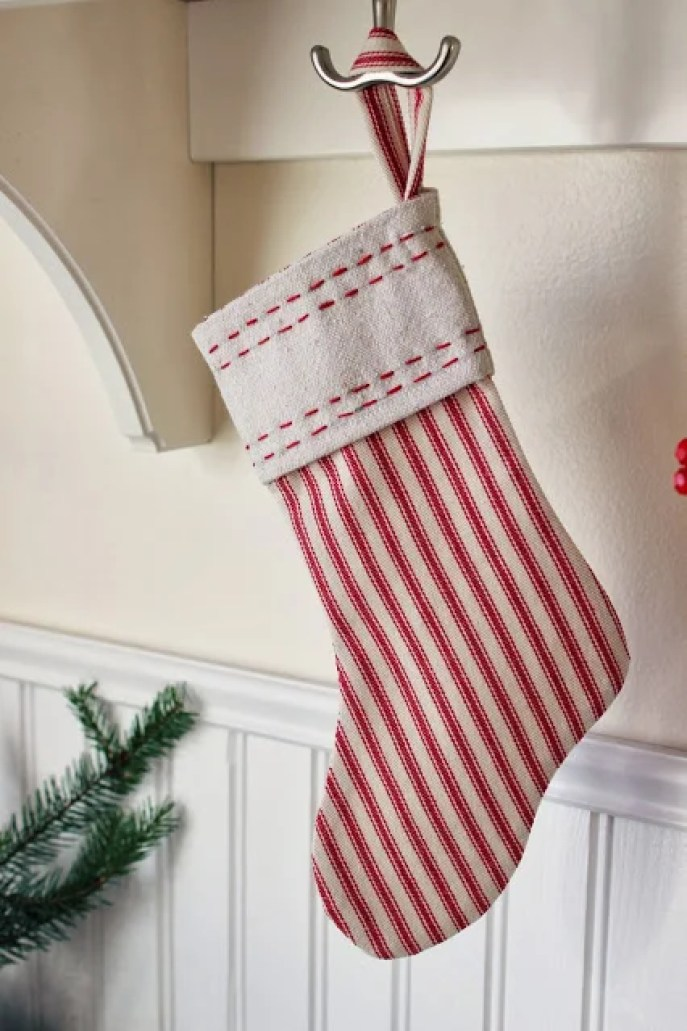 24 handmade christmas stockings anyone can make diybunker these 24 diy christmas stockings are perfection they have such a creative handmade quality to solutioingenieria Images