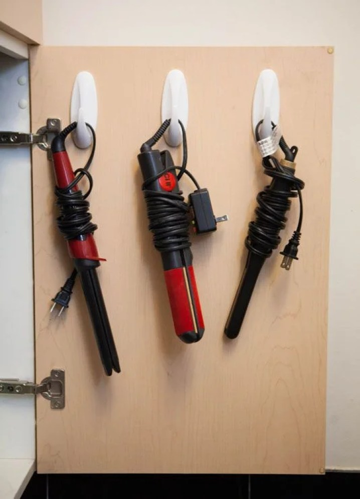 These 10 Command Hooks Hacks Are Absolutely INCREDIBLE! I can't believe how easy and quick these are to setup and organize your home!