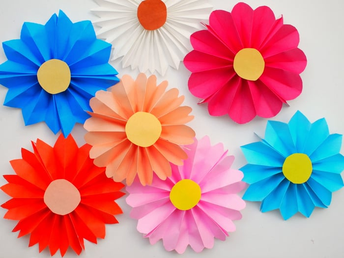 Accordion Paper Flowers   DIY Candy These accordion paper flowers are so easy to make that even a child can do  it