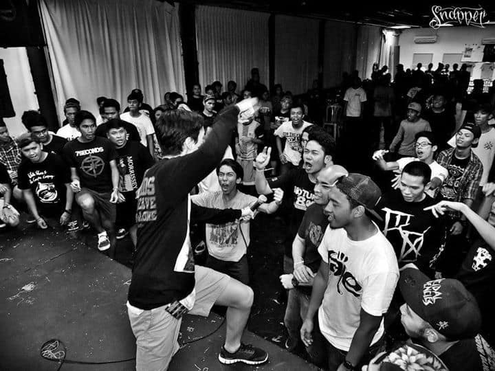 Monument X Straight Edge