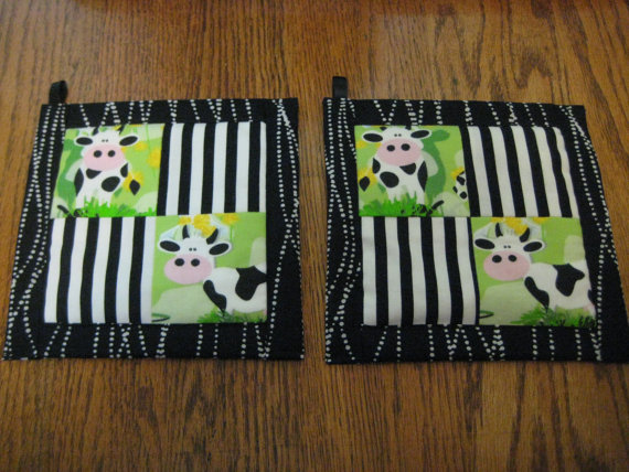 Black and White Dairy Cow Kitchen Potholder Set by juliemag55
